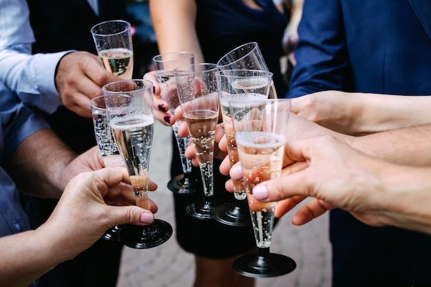Tintineo de copas de champán