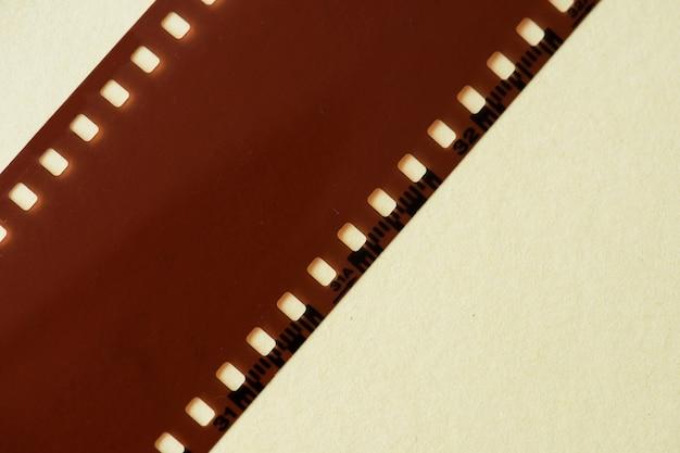 Tira de película en blanco aislado