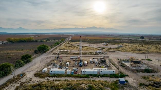 Tirando de equipos en campo petrolífero