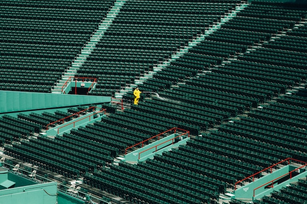 Tiro de ángulo alto de un estadio vacío durante el día