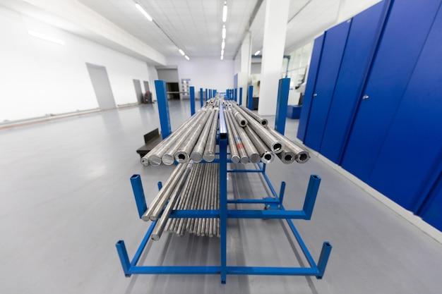 Tiro cercano de preparaciones metálicas de productos metálicos