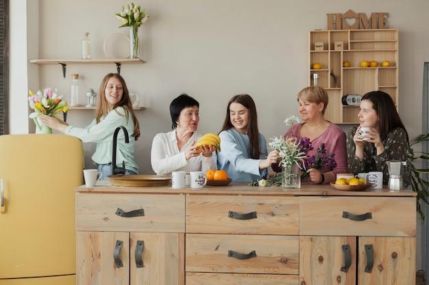 Tiro largo del club social femenino