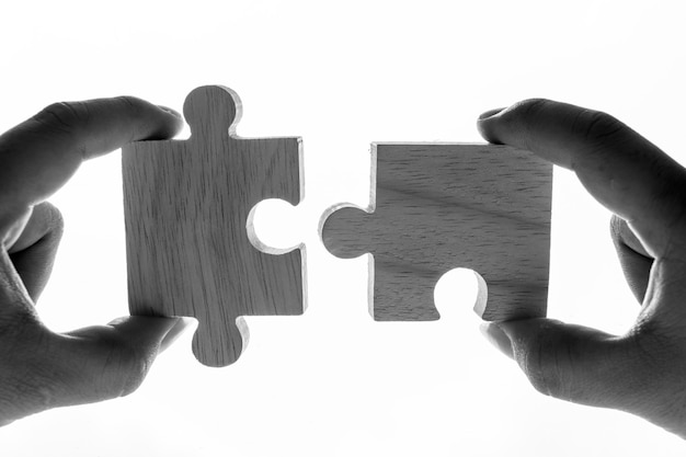 Tiro macro del concepto del trabajo en equipo de los rompecabezas