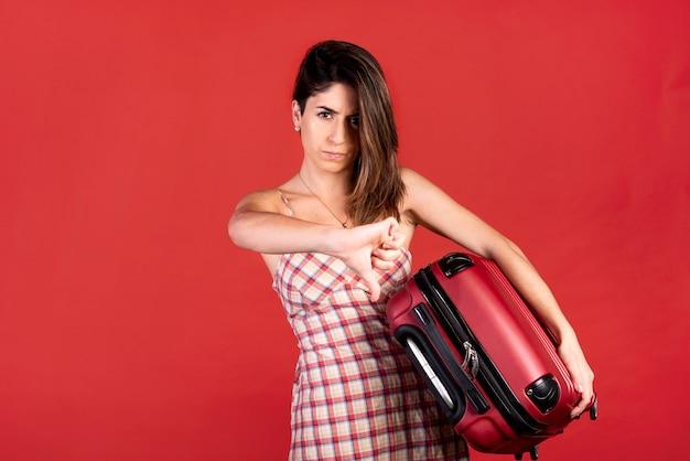 Tiro medio mujer con equipaje