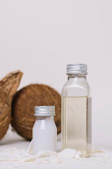 Tiro vertical de botellas de aceite de coco
