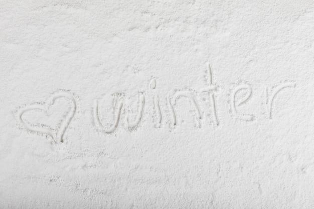 Título de invierno sobre la superficie de la nieve.