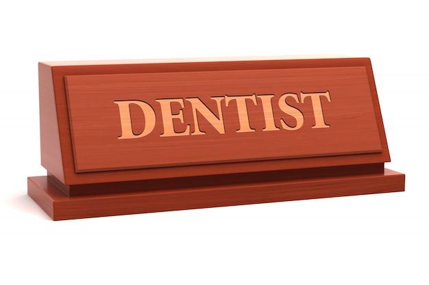 Título de trabajo de dentista en la placa de identificación