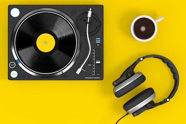 Tocadiscos de vinilo profesional dj tocadiscos con auriculares y taza de café sobre un fondo amarillo. representación 3d