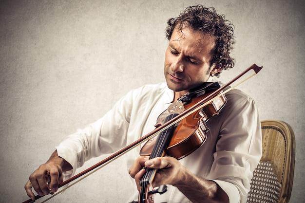 Tocando un violín