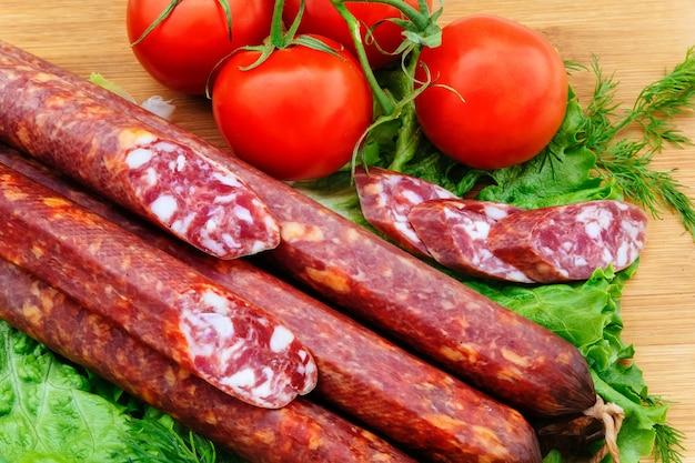 Tocino cerdo tomates ahumados cebollas kolbasz delicatessen roll