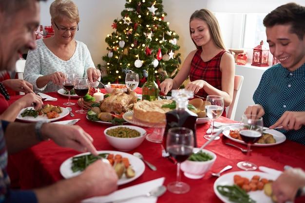 Toda la familia en la víspera de navidad