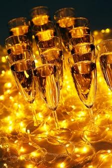 Todas las bebidas de la fiesta de celebración siempre incluyen champán