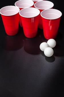 Todavía la vida toma de un juego de cerveza pong