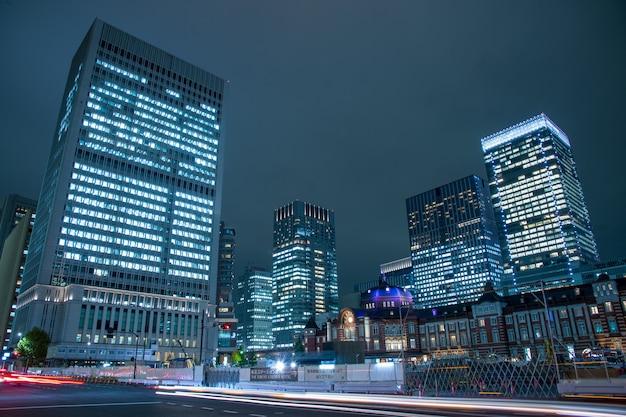 Tokio, japón en el distrito de negocios de marunouchi y la estación de tokio.