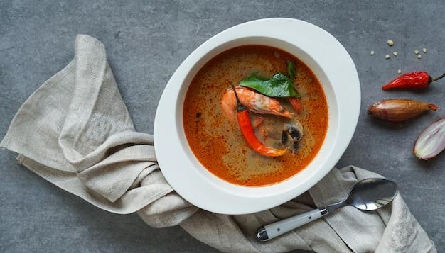 Tom yam kung sopa tailandesa picante