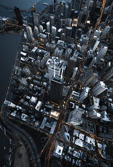 Toma aérea de la arquitectura empresarial moderna urbana