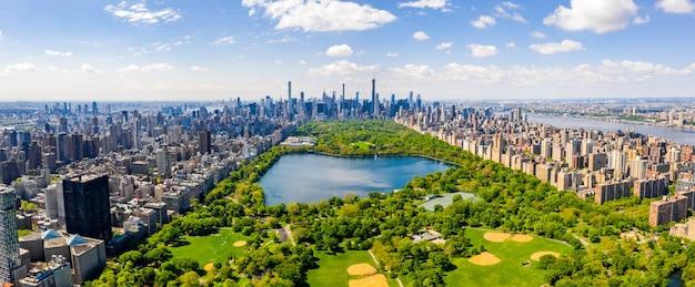 Toma aérea del central park en manhattan, ciudad de nueva york en los estados unidos