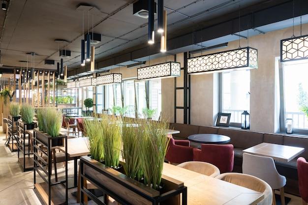 Toma interior del elegante restaurante