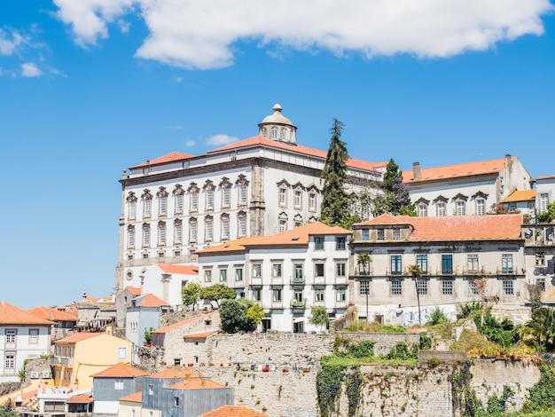 Toma de vista aérea del jardín del morro en vila nova de gaia, portugal