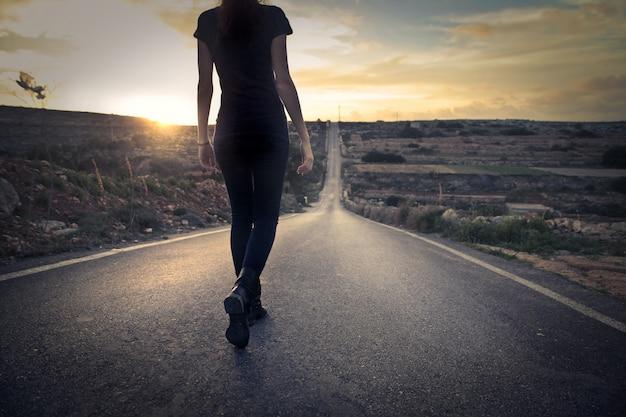 Tomando un camino solitario