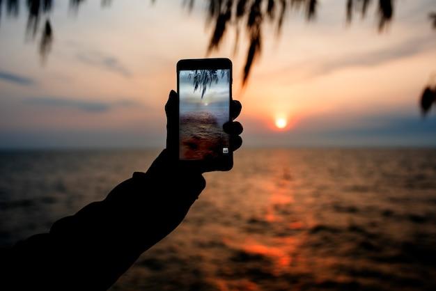Tomando foto playa para recuerdos
