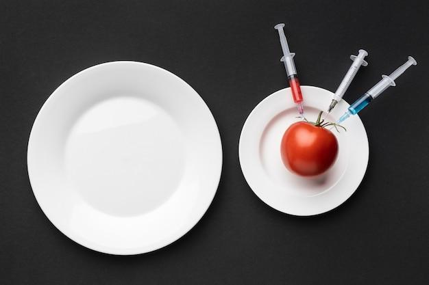 Tomate inyectado con productos químicos transgénicos