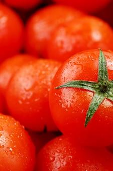 Tomates cherry frescos con primer plano.