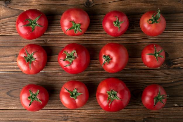 Tomates en madera