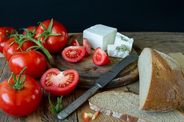 Tomates y queso blanco griego