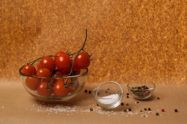 Tomates, sal y especias