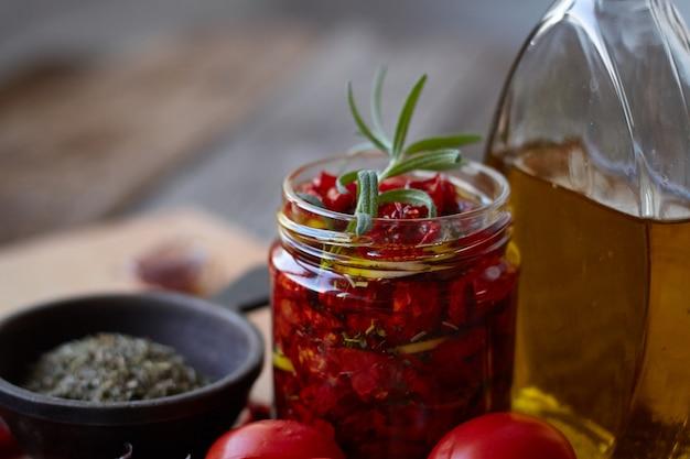 Tomates secados al sol con hierbas provenzales