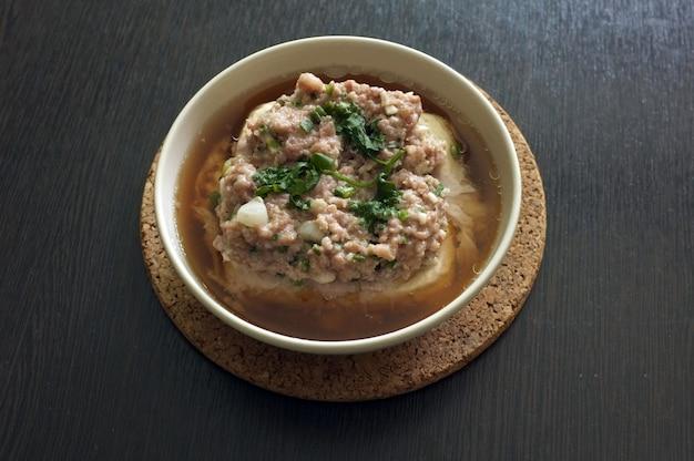 Top de tofu al vapor con carne de cerdo picada