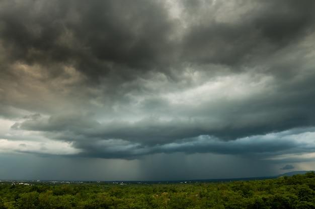 Tormenta de truenos cielo lluvia nubes