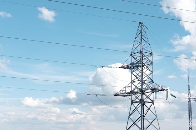 Torre de cable electrico de alto voltaje