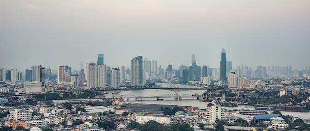 Torre de construcción de la ciudad de bangkok