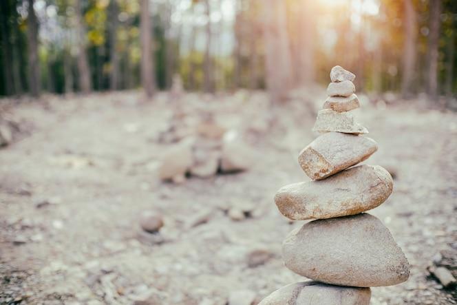 Torre de roca con zen.