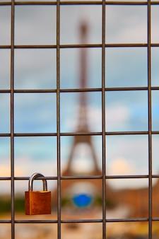 Torre eiffel y candados en trocadero parís