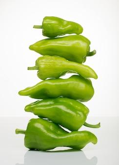 Torre de pimiento verde, comida sana
