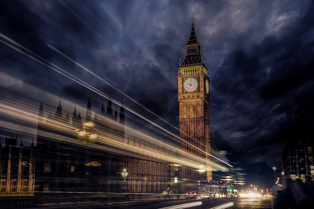 Torre del reloj big ben en londres inglaterra