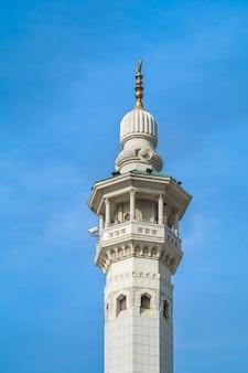 Torre del reloj en la meca, arabia saudita