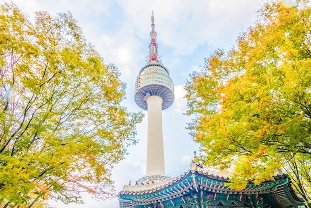 Torre de seúl en la ciudad de seúl