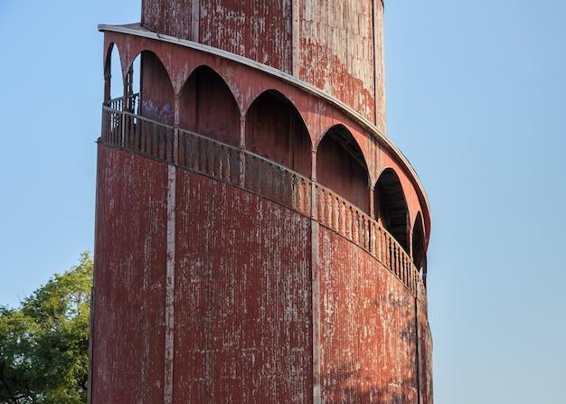 Torre de vigilancia en el palacio real de mandalay, myanmar