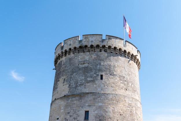 Una de las torres famosas de la rochelle, francia