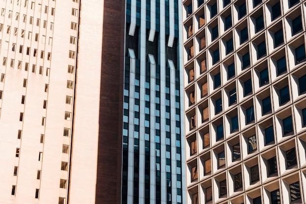 Torres residenciales de varios pisos.