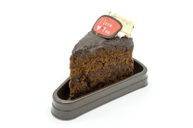 Torta oscura hecha en casa del brownie del chocolate en fondo y texto blancos aislados te amo
