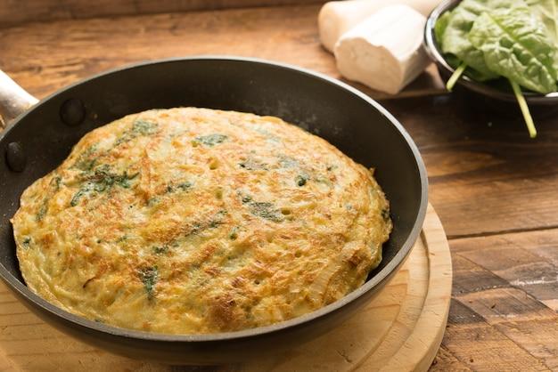 Tortilla de espinacas y queso y puerro