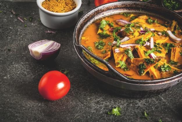 Tortilla de huevo indio masala