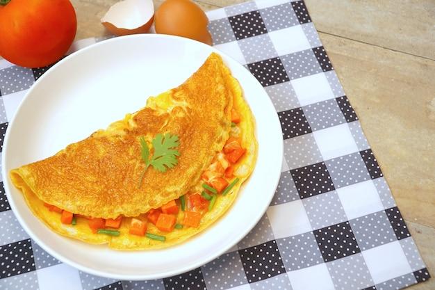 Tortilla o tortilla con tomate