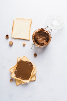 Tostada de crema de chocolate