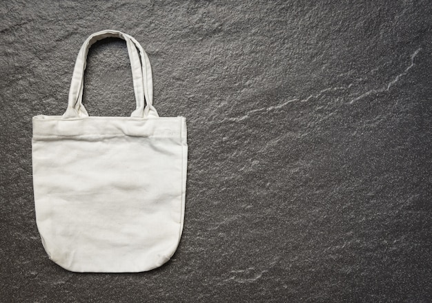 Tote de lona blanco bolsa de tela ecológica bolsa de compras saco sobre fondo oscuro